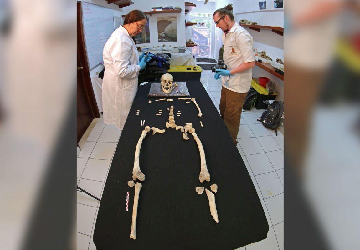 esqueleto de una mujer3
